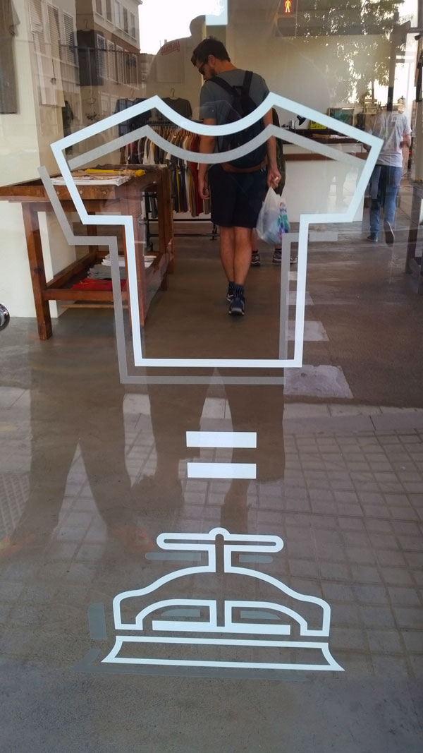 Barcelona-Park-Güell-typografy-t-shirt-shop-logo