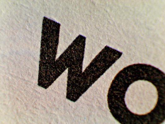 zrodla-woda-papier-PANTONE--DEEP-BLACK